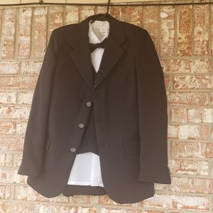 Complete suit with bow tie size 16
